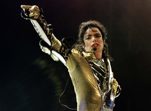 "U.S. popstar Michael Jackson performs during his ""HIStory World Tour"" concert in Vienna in this July 2, 1997 file photo. Pop star Michael Jackson, 50, died in Los Angeles on June 25, 2009 after rehearsing for a series of 50 concerts in London. Picture taken July 2, 1997. REUTERS/Leonhard Foeger/Files (AUSTRIA - Tags: ENTERTAINMENT SOCIETY OBITUARY ANNIVERSARY PROFILE)"